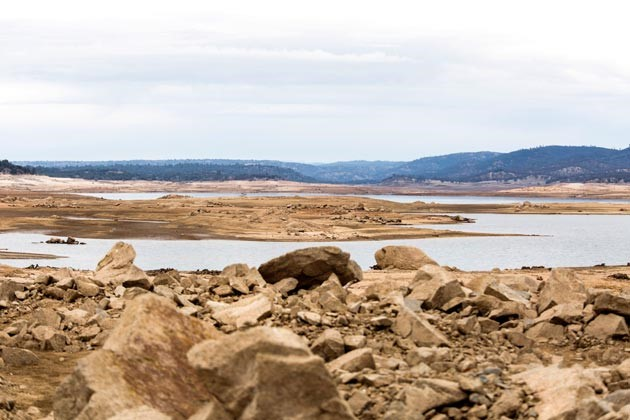 Image of California's Folsom Lake, at only 17% of its total capacity
